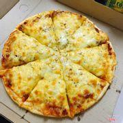 Pizza bò ngô x3 phomai phomai nhiều đến nỗi nhân bánh còn ko thấy đc 😭😭 khách nhà e tốn phomai lắm lắm lun ý 😍😘😘 iu quá nhiều ☺️☺️