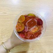 Ly trà dâu mà mình mua khác với hình facebook