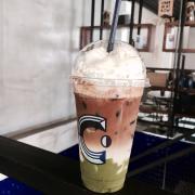 Matcha Espresso vẻ ngoài trông rất ổn nhưng nước không được như mong đợi, không hề có cảm giác Matcha 😩 gì luôn! Giá 49k một em thế này nhé