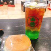 Trà vị thanh uống vừa, lớp bên dưới là siro táo xanh ngọt, bên trên là trà ko có vị chỉ có mùi trà nên khi uống cần quậy đều lên, đây là size L giá 39k nha các chế