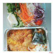 Mua 2 phần cơm được tặng 1 phần salad 😋 ngon ghê 👌