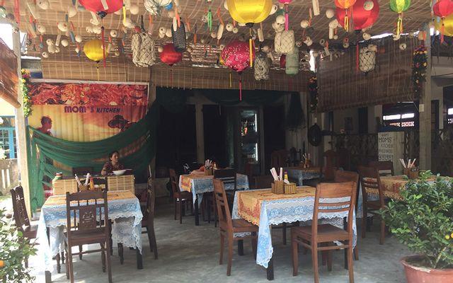 Mom's Kitchen Restaurant - Local Food & Seafood