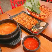 Canh súp kim chi và thịt ba chỉ nướng tương đỏ