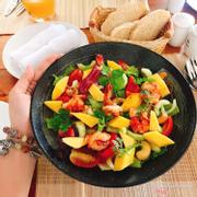 Salad tôm và xoài, nhìn đẹp mắt, tôm nướng tươi và đậm vị, xoài thơm và ko bị chín quá ngọt, nói chung tuyệt cho 1 món khai vị, giá 1xx cũng ko quá đắt ạ