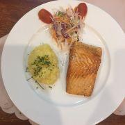 cá hồi xông khói áp chảo + khoai tây nghiền