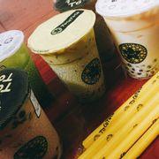 ☘️Trà sữa Panda : Hơi nhạt nhưng có vị thơm của hoa Lài , có sẵn topping trân châu và trân châu sợi khi gọi