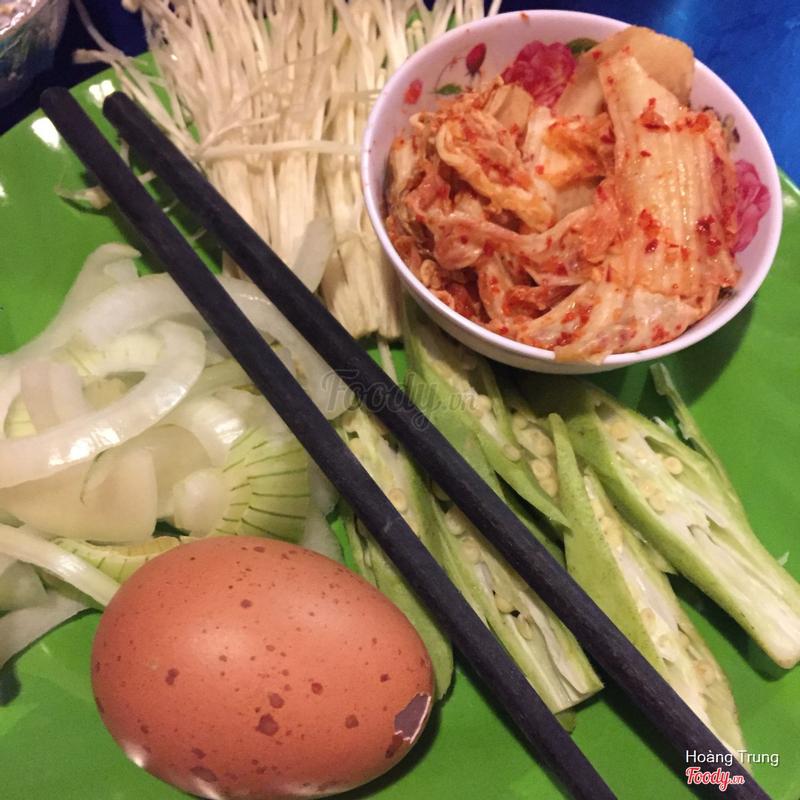 Kimchi và nấm kim châm