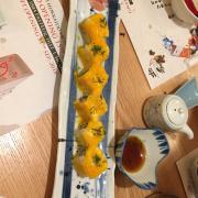 Sushi sò điệp, cũng ngon mà ko bằng cái cuộn bơ, mình chỉ ăn 1 cuộn thôi, 2 đứa kia ăn hết
