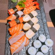 Đĩa sushi ngon tuyệt dành cho 3 người