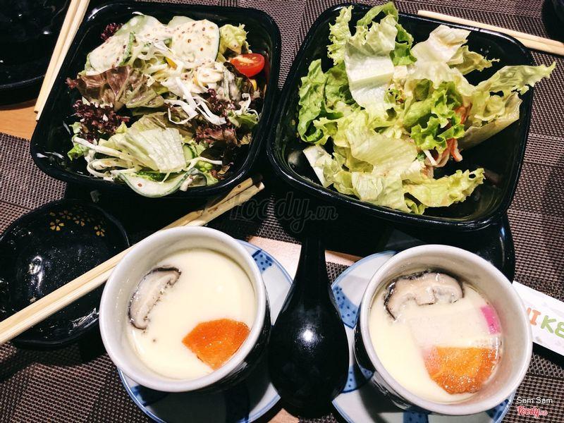 Trứng hấp và salad