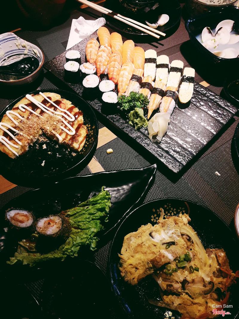 Đĩa sushi của buffet