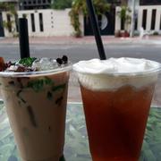 Trà sữa thập cẩm và Hồng trà Macchiato