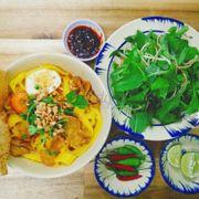 Cô chú chủ quán là người Đà Nẵng nên hầu hết món ăn đúng khẩu vị miền trung. Quán sạch sẽ, giá cả hợp túi tiền từ 15-30k phù hợp với túi tiền. Sẽ ủng hộ dài dài 😄😄😄