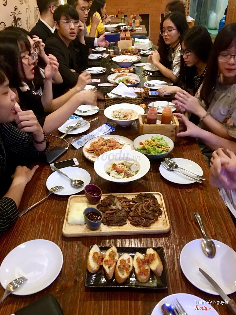 Rib eye, mỳ ý hải sản sốt kem, salad trộn, mỳ ý gà sốt teriyaki, đùi gà nướng kiểu ý nửa con, cánh gà nướng...