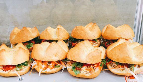 Thúy - Bánh Mì Gà Xé 10K - Hoàng Diệu