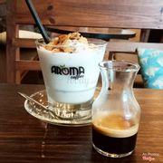 Tùy sở thích mỗi người, có thể pha chung cafe vào ly cốt dừa hoặc dùng riêng cafe và cốt dừa. Nên thử khi đến Aroma  (*^ω^*)