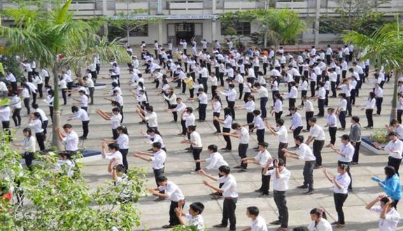Trường THPT Phú Hưng