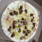 Toàn cảnh chiếc pizza giá 150.000 của MBox Bạch Mai