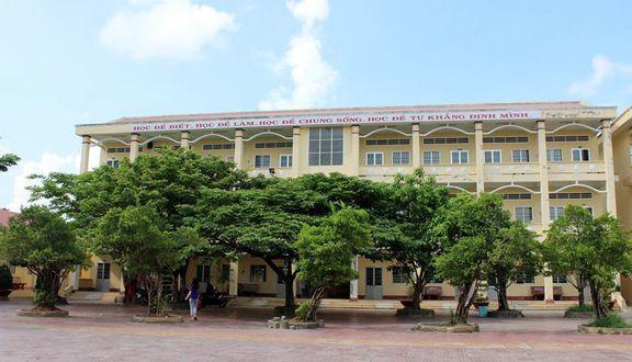 Trường THPT Đầm Dơi