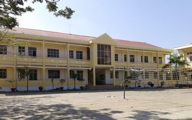 Trường THPT Tân Đức
