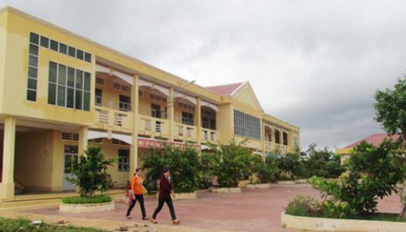 Trường THPT Phú Tân