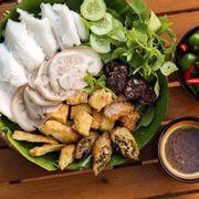 Phần thập cẩm gồm 6 món ăn kèm