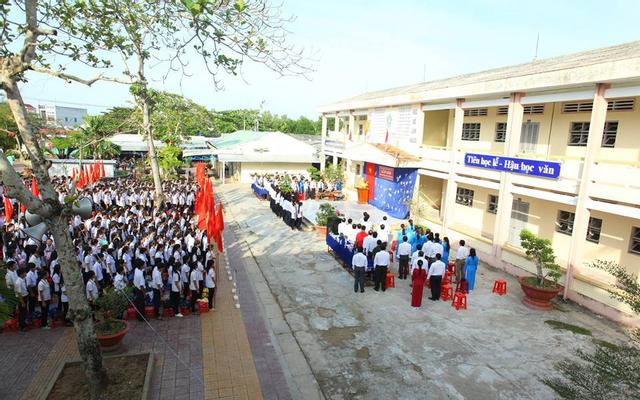 Trường THPT Trần Văn Thời
