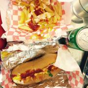 Bánh mềm nhé, hotdog ngon, thơm thơm, mà sốt cũng lạ lạ, combo này rẻ lắm nè, 59 k đc 1 phần khoai tây chiên( hoặc bạn có thể chọn gà hoặc bánh mì bơ tỏi) 1 hotdog, một lon nước ngọt nữa ^^~
