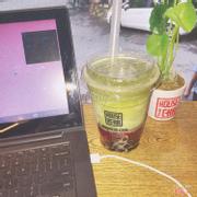 Matcha dâu tây latte :) trân châu đen best luôn ❤️