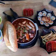 Tokbokki bạch tuộc + Khoai tây chiên + Kimbap