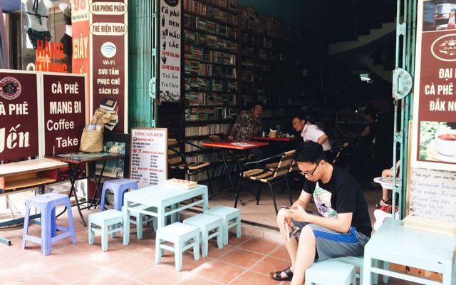 Thư Viện Yến - Cafe & Books