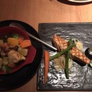 Cá hồi phi lê sốt rượu vang ăn kèm rau củ hầm