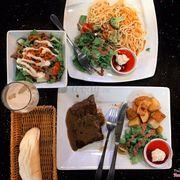 Carbonara spaghetti x Steak bò sốt tiêu x Salad cá ngừ trộn mayonnaise x Rượu Baileys