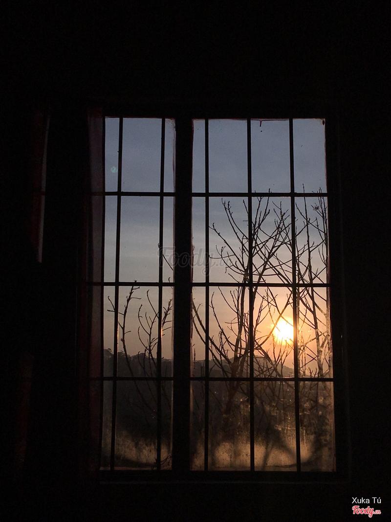 Bình minh từ cửa sổ