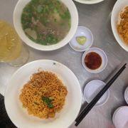 Mì trộn tóp mỡ soup hải sản