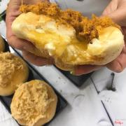 Lên sóngggggg, BÁNH MÌ GÀ CAY & BÁNH MÌ PHOMAI   Em có bán hộp mix bánh gà cay và bánh phomai nhaaaa khách iu  Bánh mì ruốc gà cay 125k/hộp 4c Bánh mì sốt phomai 125k/hộp 4c Hộp mix 125k/hộp 4c  Alo 0969350398 nổ đchi e cho ship hoả tốc nhé 🙆🏻🙆🏻🙆🏻