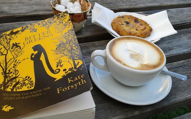 Sách Cafe - Liêu Bình Hương