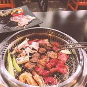 Thích nhất thịt ở đây, miếng to, dày và rất ngọt, hải sản cũng to và tươi