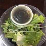 Salad đi kèm rất nhiều nhé, sốt basamic
