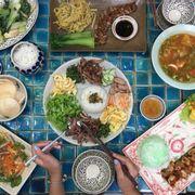 Mâm cơm ở Hoa Hiên
