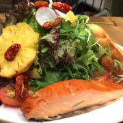 Salad cá hồi 140k