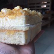 Bông lan trứng muối ngập hai lớp sốt bánh siêu mềm: 55.000₫