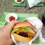 Cheese Burger thơm ngon từ thịt bò Mỹ