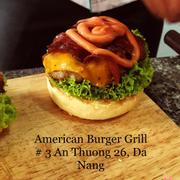 BACON CHEESE Burger Bơ gơ phô mai vàThịt ba chỉ xông khói. Bự lắm nhé
