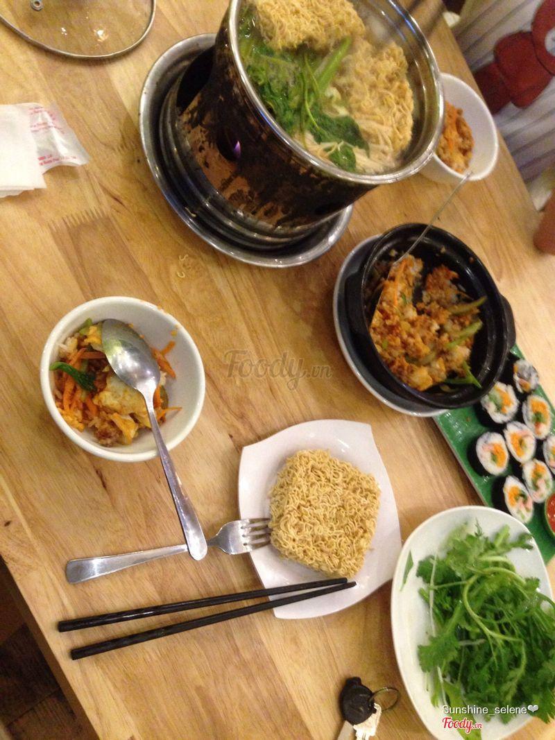 Lẩu hải sản. Cơm trộn HQ. Kimbap truyền thống.