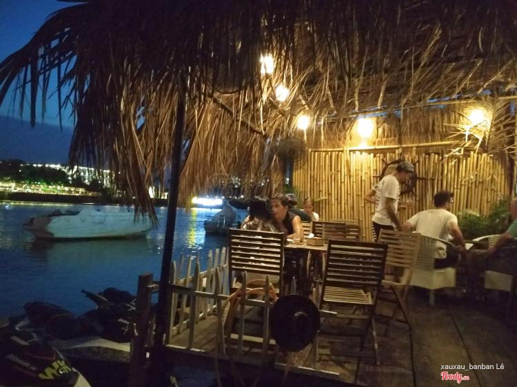 Sunshine Bar ở Khánh Hoà