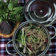 Dê hấp: thịt dê tươi được hấp ngay tại bàn