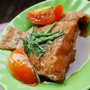 Cá riêu hồng chiên sốt cà (cơm trưa)