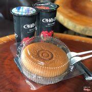 Chocolate cheesecake ạ. Tưởng ngọt lắm nhưng ko hề ạ. Bánh vẫn rõ vị cheese còn thêm vị socola là lạ mà lại mềm mại tan âm ẩm tan luôn trong miệng ý ạ trời ơii ưnggg 🖤🖤🖤