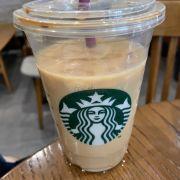 Starbuck nước uống vẫn như vậy, chi nhánh này được cái ở ngay trung tâm nhưng ít đông hơn mấy chi nhánh khác, tuy nhiên nhược điểm là không có lầu chỉ có tầng trệt.